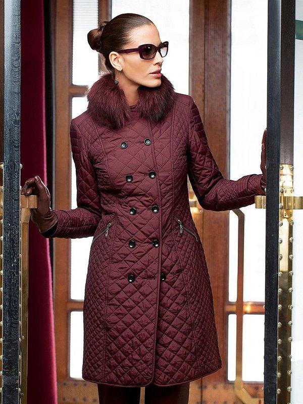 Бордовое стеганое пальто