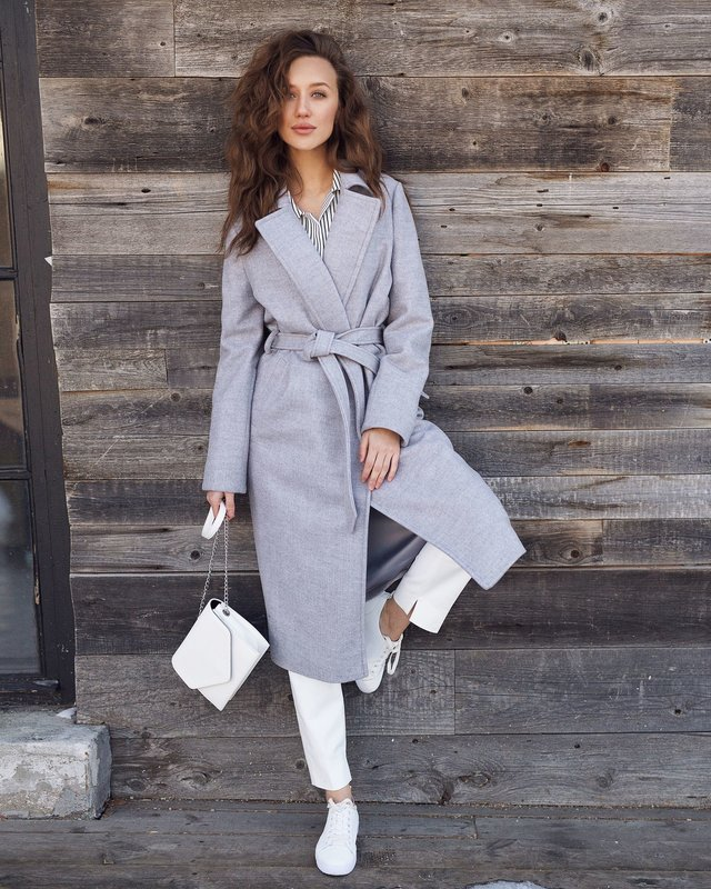 Серое пальто-халат