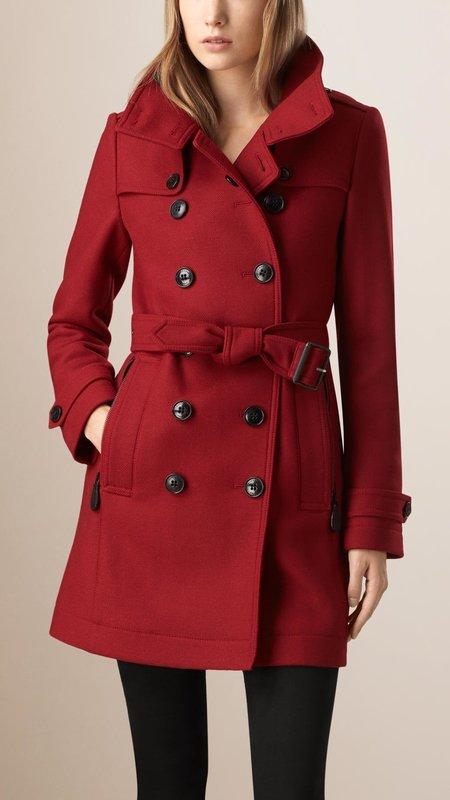 Красное пальто-тренчкот