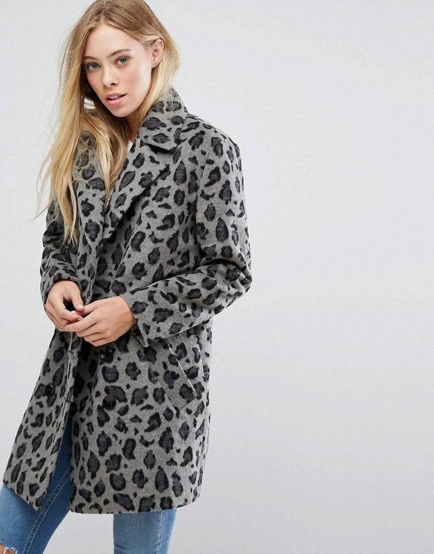 Серое пальто с леопардовым принтом