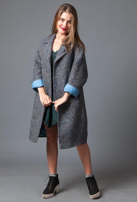 Серое твидовое пальто-жакет оверсайз