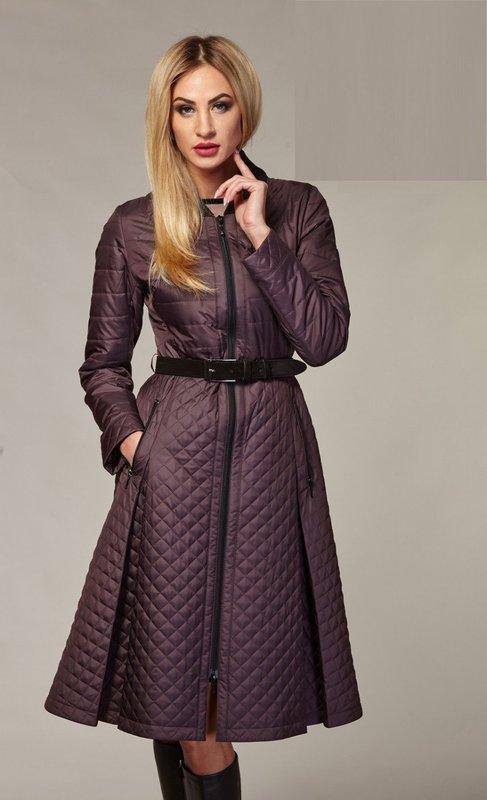 Стеганое пальто-платье сливового цвета