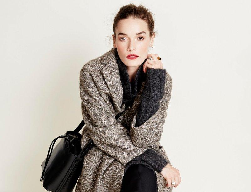 Девушка в твидовом пальто