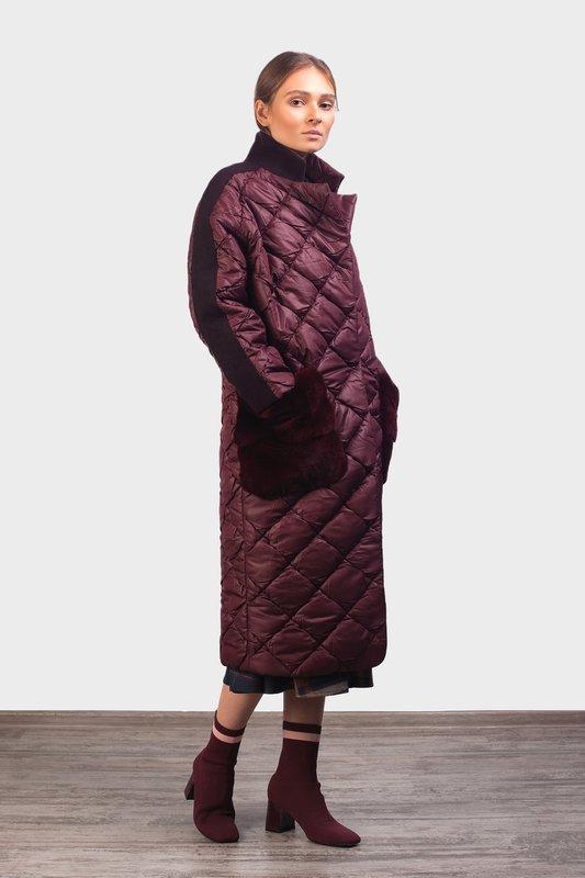Стеганое пальто оверсайз с меховыми карманами и замшевыми вставками
