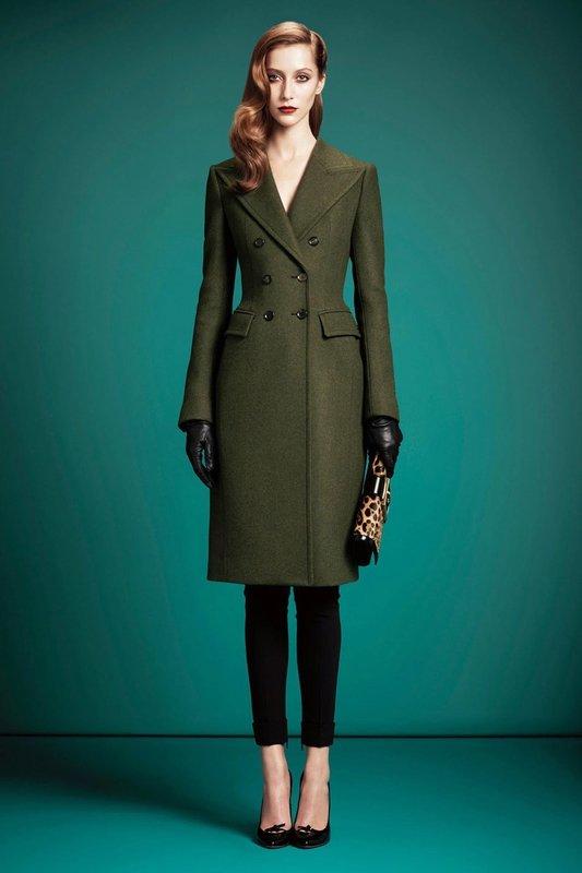 Приталенное пальто-платье цвета хаки