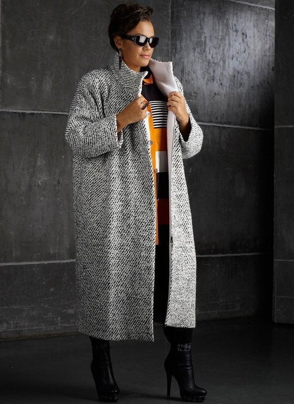Серое длинное пальто оверсайз