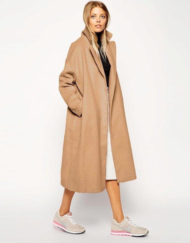 Бежевое удлиненное пальто оверсайз