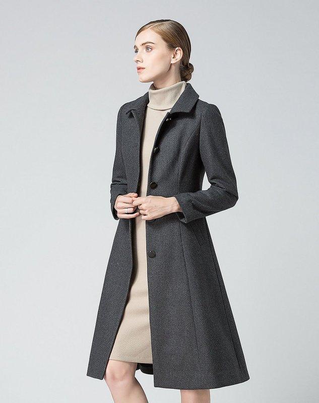 Серое однобортное пальто