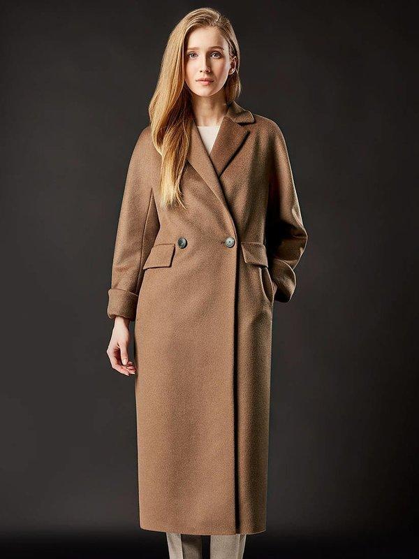 Бежевое удлиненное пальто