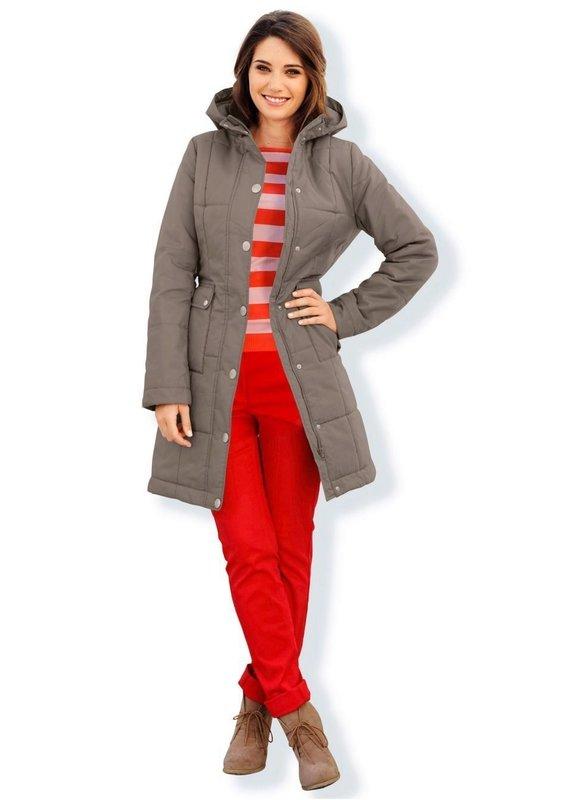 Стеганое пальто с капюшоном на заклепках