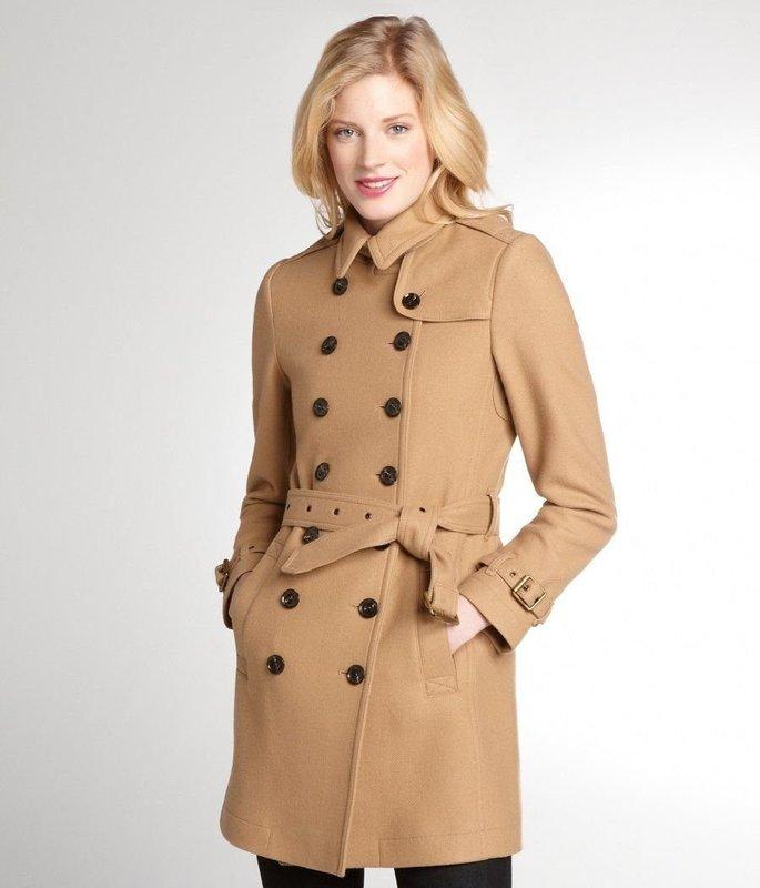 Бежевое пальто-тренчкот