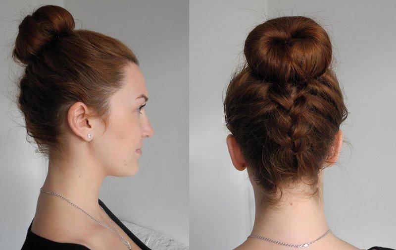 Девушка с пучком и косой сзади