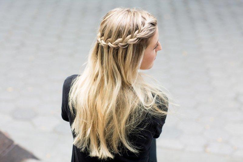 Девушка с косой-водопад