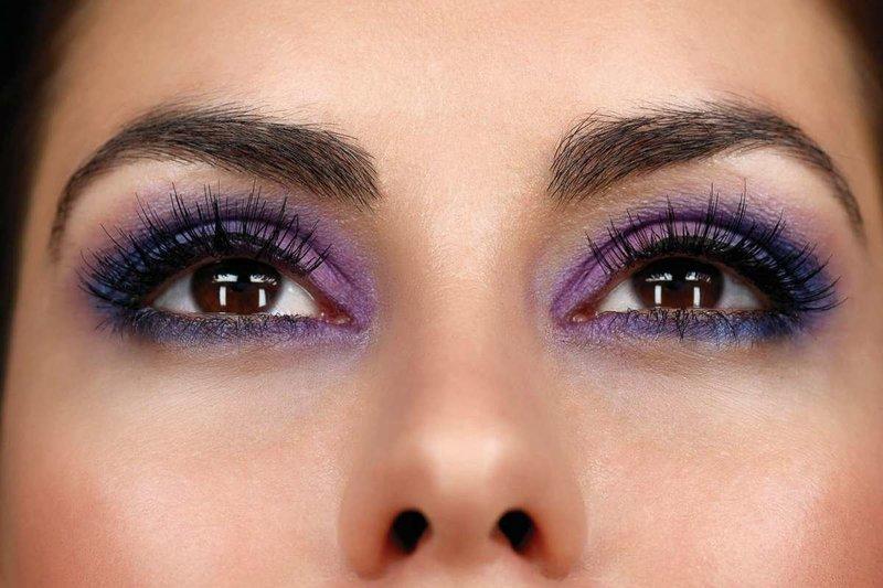 Фиолетовый макияж для кареглазых брюнеток