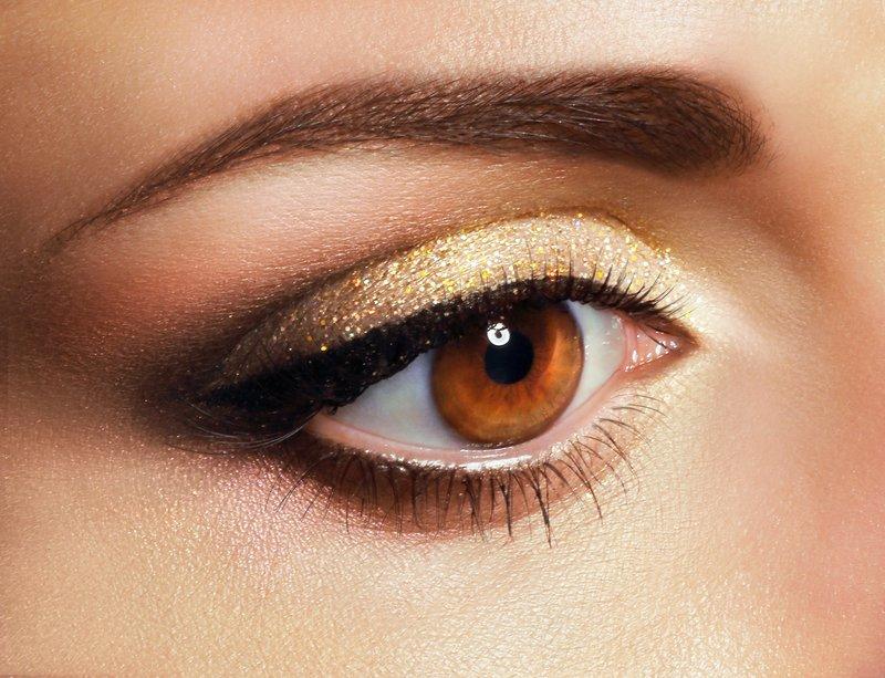 Праздничный золотистый макияж