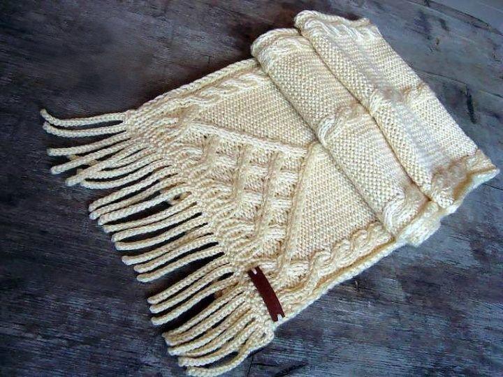 Зимний шарф с бахромой