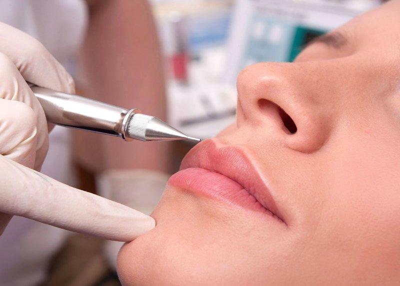 Нанесение перманента на губы