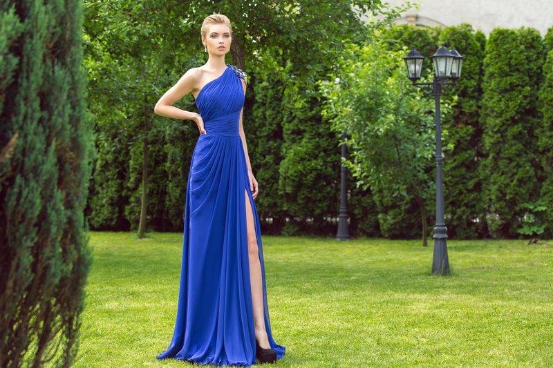 Элегантное синее платье на свадьбу