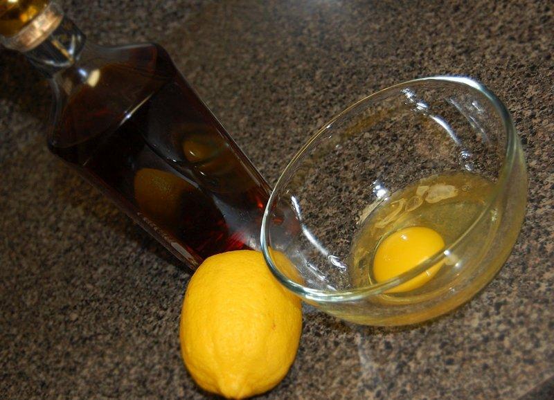 Ингредиенты для маски с яйцом и коньяком