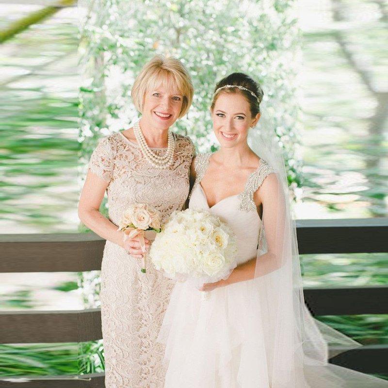 Элегантный образ для мамы невесты