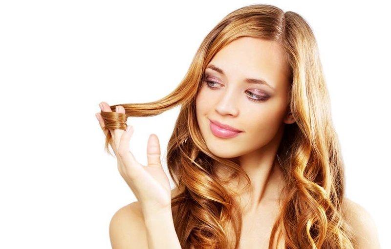 Мед делает волосы шелковистыми и придает им здоровый вид