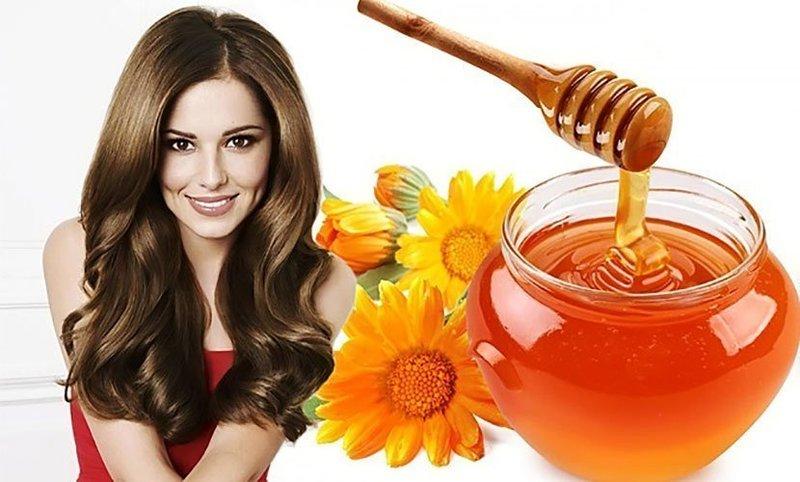 Мед в составе масок для волос оказывает положительное воздействие на них