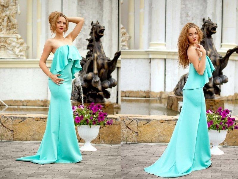 Мятное платье со шлейфом
