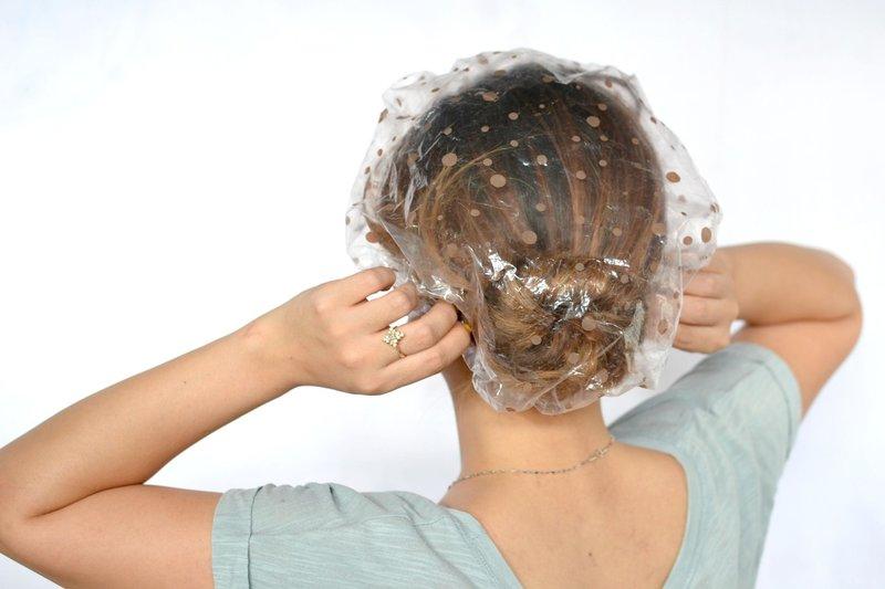 Шапочка для масок на волосах