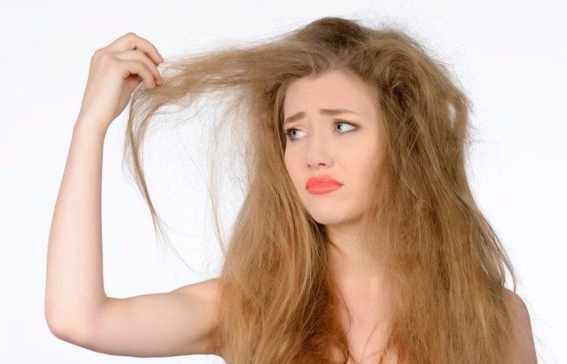 Сухие волосы восстанавливаются с помощью меда
