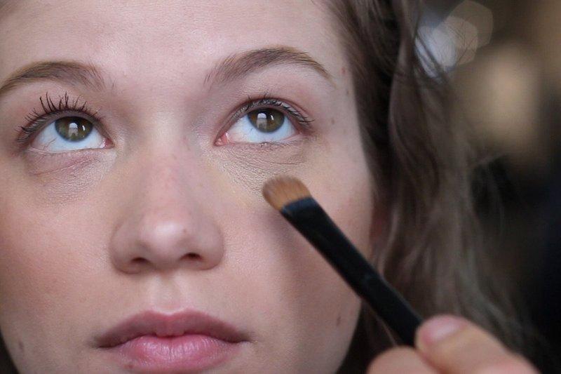 Нанесение макияжа под глаза