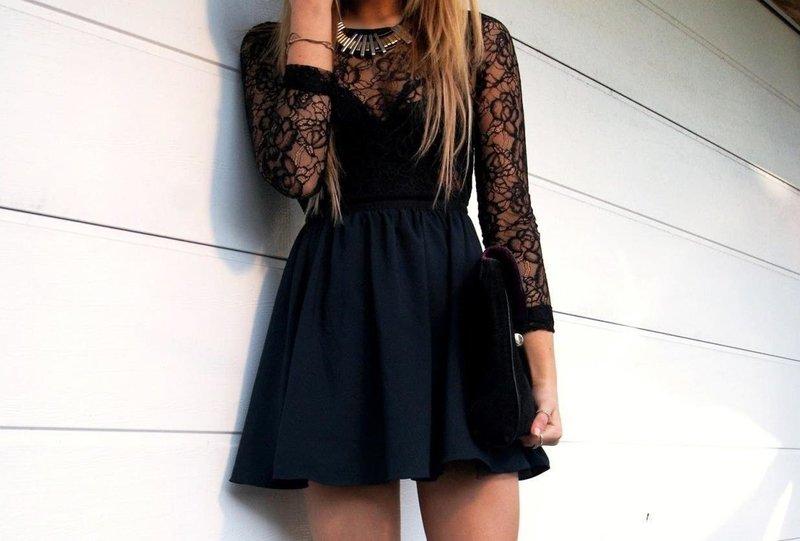 Черное платье с клатчем