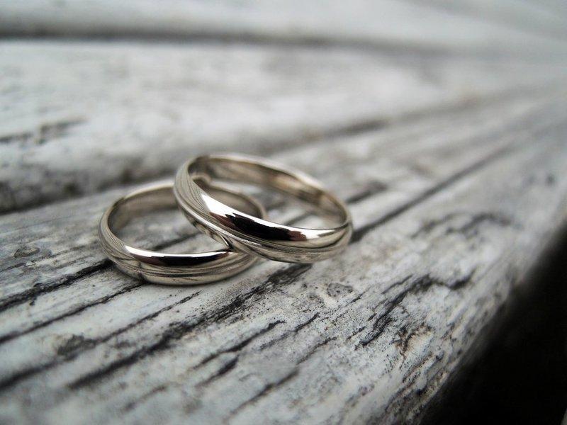 Классические кольца из белого золота