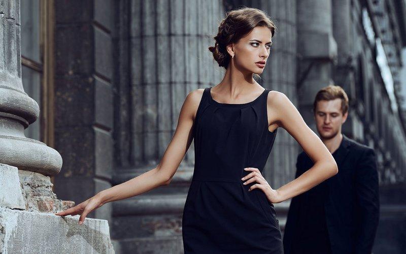 Повседневный образ с маленьким черным платьем