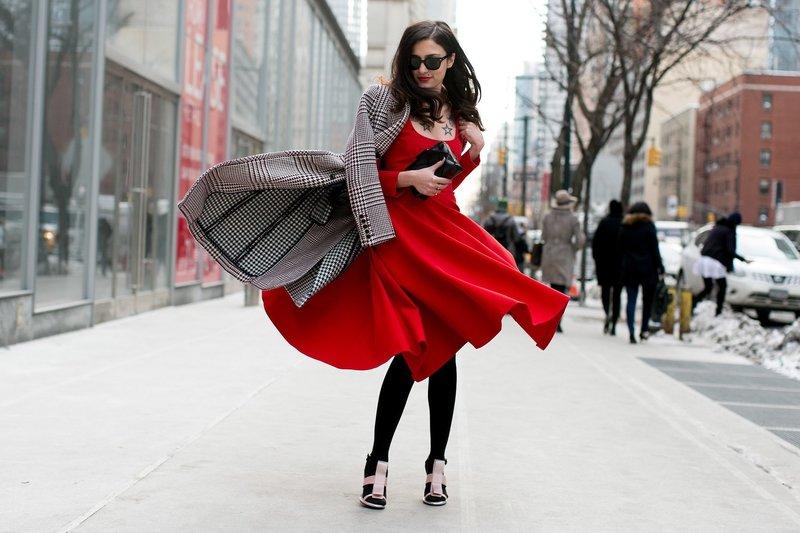 Женственный образ в красном