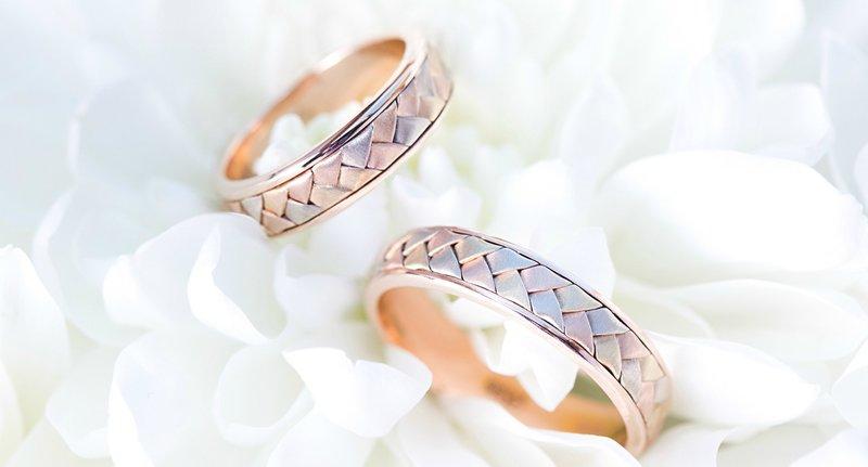 Обручальные кольца с огранкой