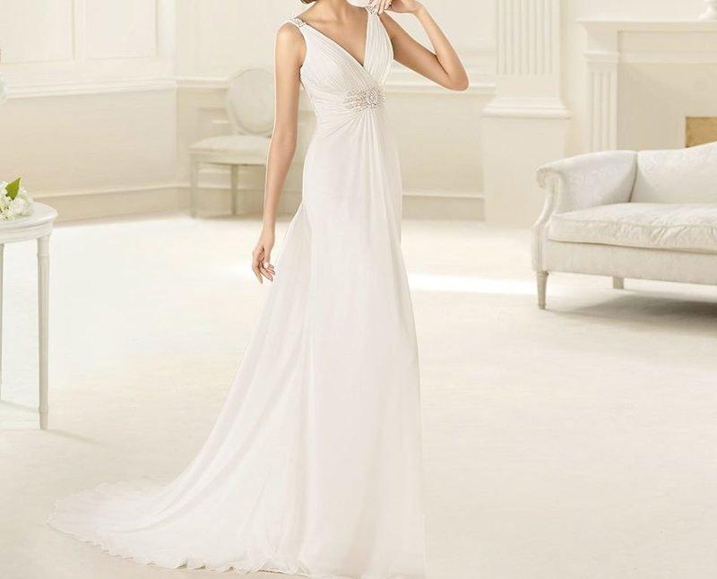 Платье с V-образным декольте