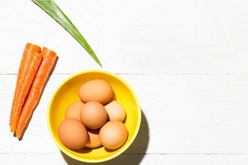 Подтягивающая маска для лица с яичным белком и морковью