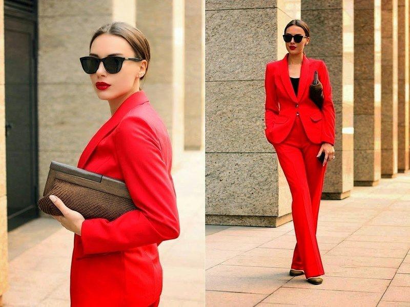 Весенние костюмы красного цвета