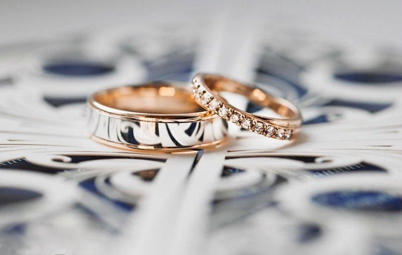 Красивые обручальные кольца с сочетанием разных металлов