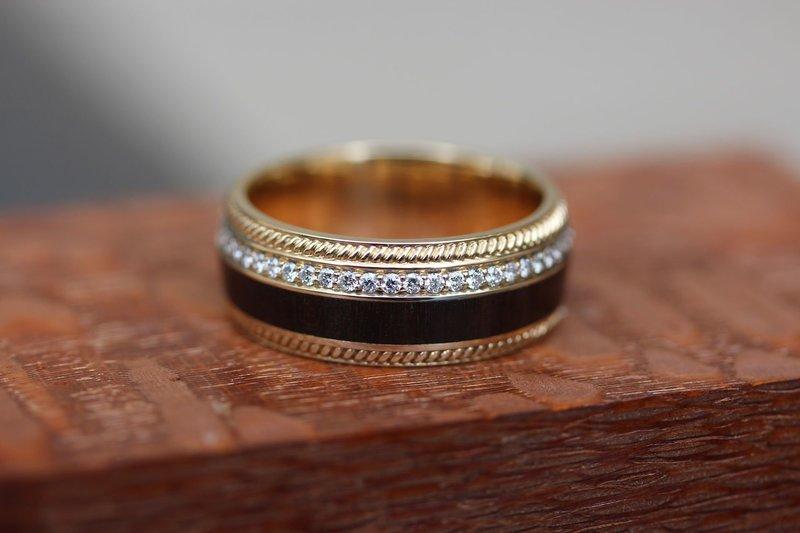 Необычный цвет свадебных колец