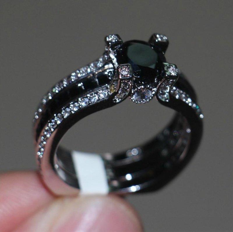 Кольцо из черного золота для невесты