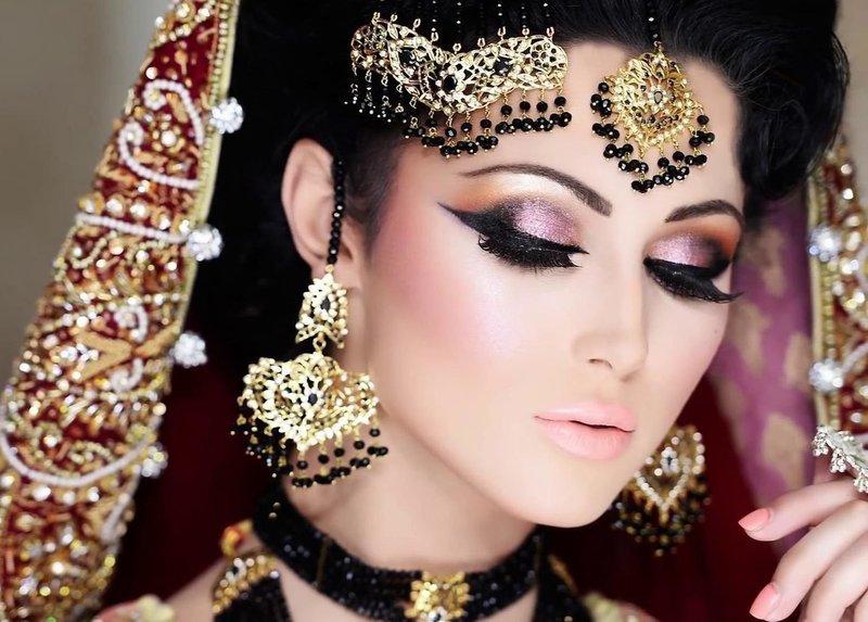 Индийский макияж для голубых глаз