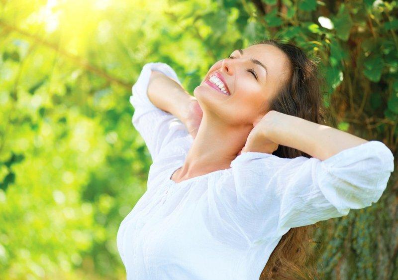 Здоровая и счастливая женщина