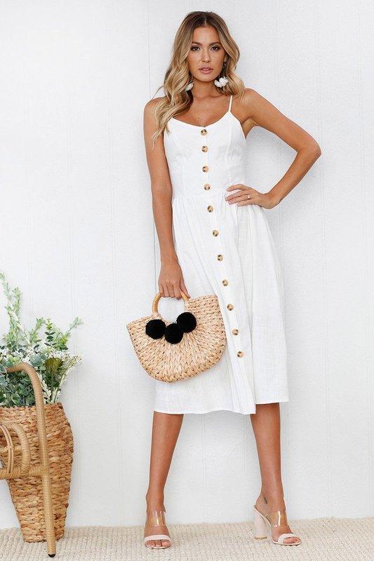 393faf33f94 Белое платье с пуговицами по всей длине наряда