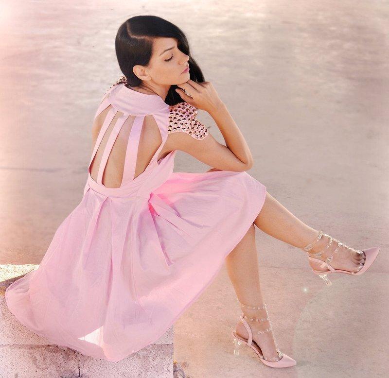 Короткие платья пастельных тонов