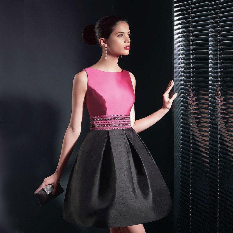 Фасон платья из атласа с пышной юбкой