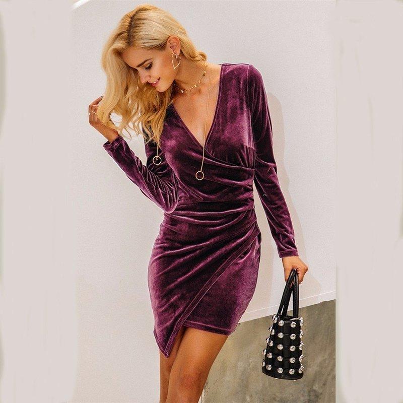 Модный образ вечернего платья из бархата