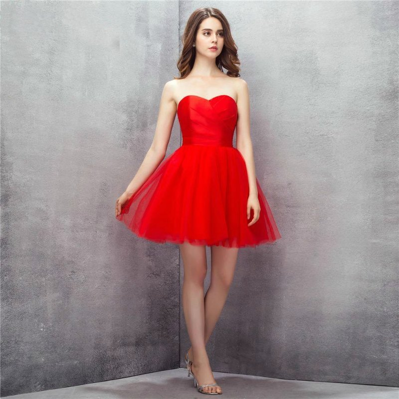 Пышное короткое платье