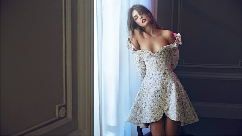 Модные фасоны коротких вечерних платьев