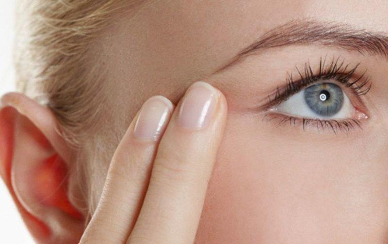 Разглаживание морщин вокруг глаз
